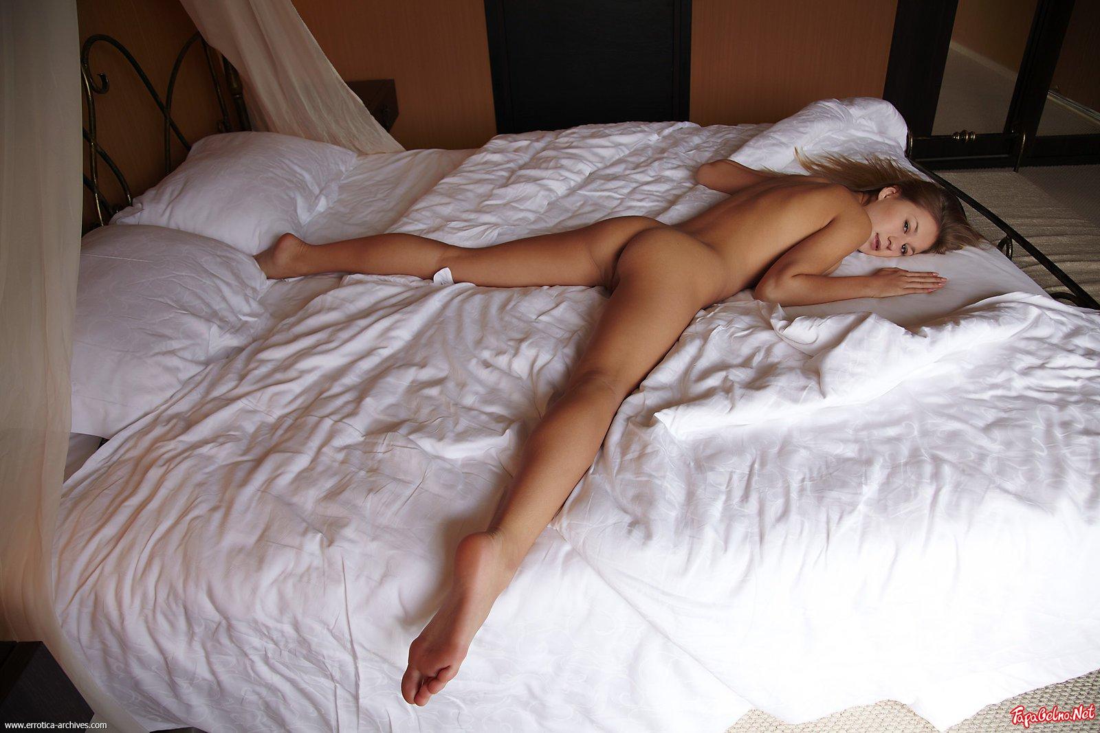Фото Голых Молодых На Кровати