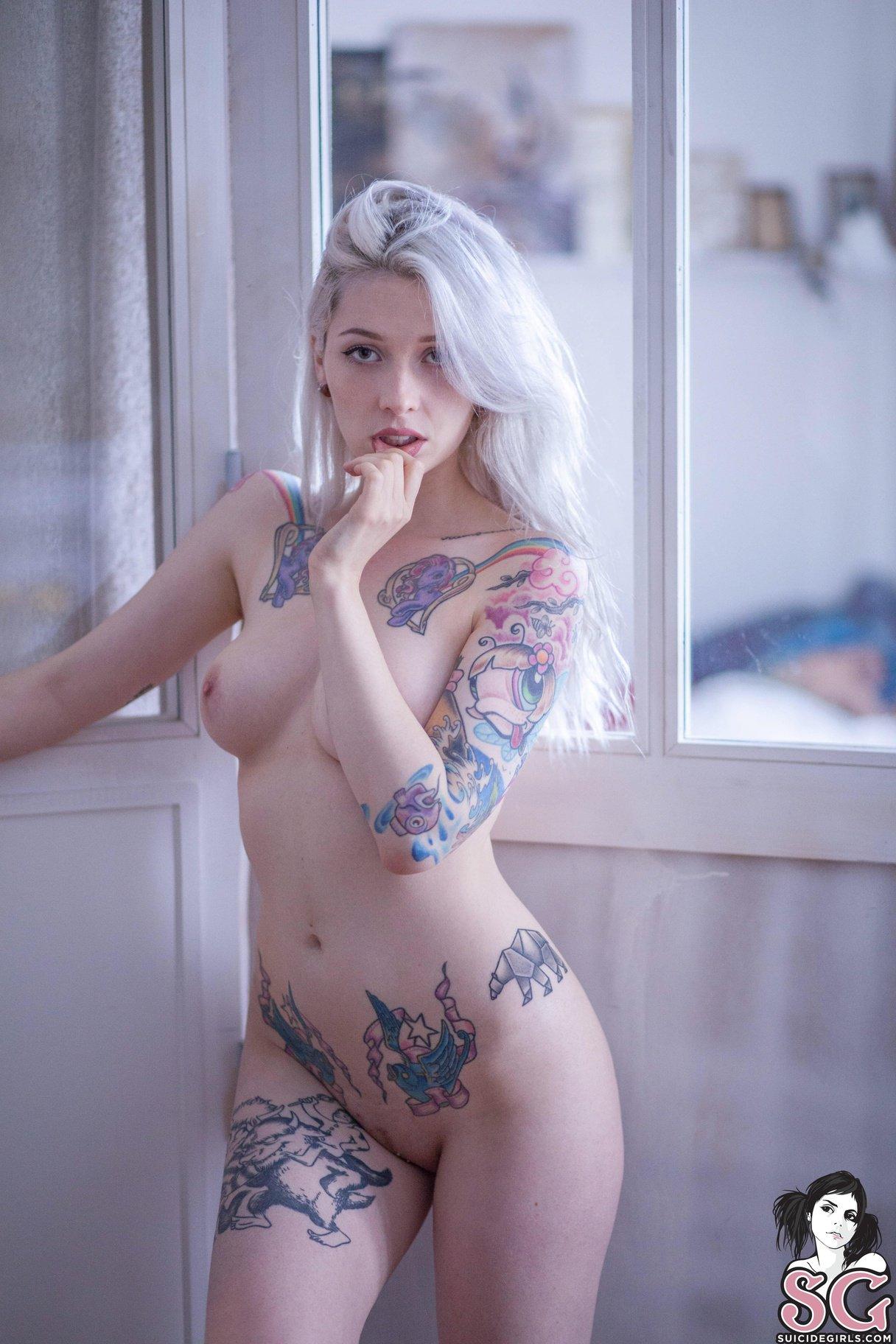 Sexy nude tattoo pron amarica estonoesyugoslavia